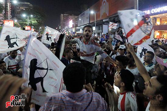 احتفالات جماهير الزمالك في شارع جامعة الدول العربية (19)