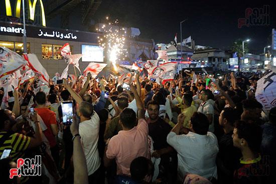 احتفالات جماهير الزمالك في شارع جامعة الدول العربية (10)