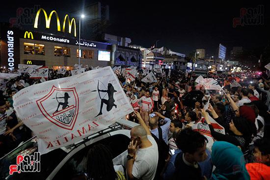 احتفالات جماهير الزمالك في شارع جامعة الدول العربية (29)