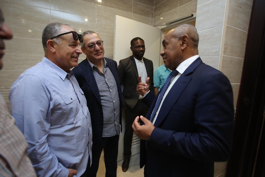احمد احمد يتحدث مع هانى ابوريدة