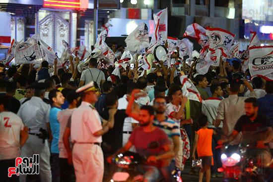 احتفالات جماهير الزمالك في شارع جامعة الدول العربية1 (12)