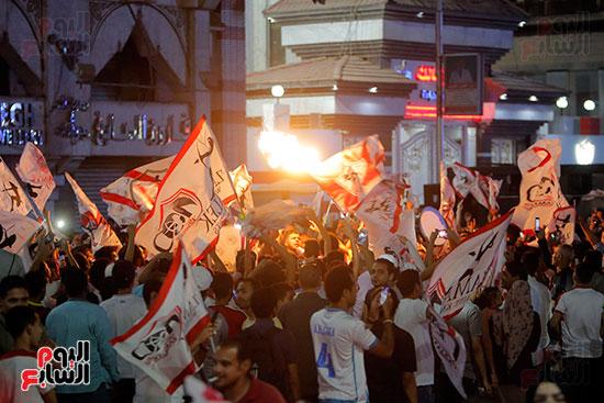 احتفالات جماهير الزمالك في شارع جامعة الدول العربية (4)
