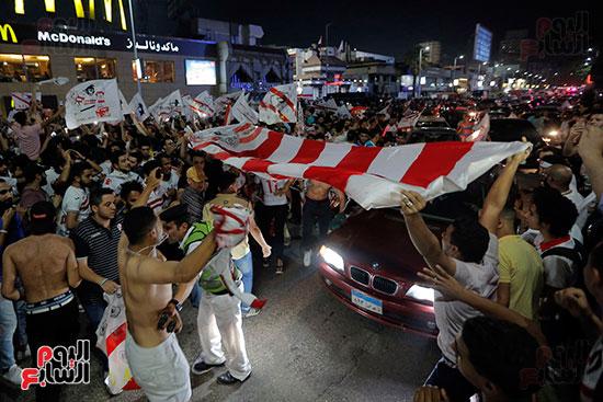 احتفالات جماهير الزمالك في شارع جامعة الدول العربية (31)