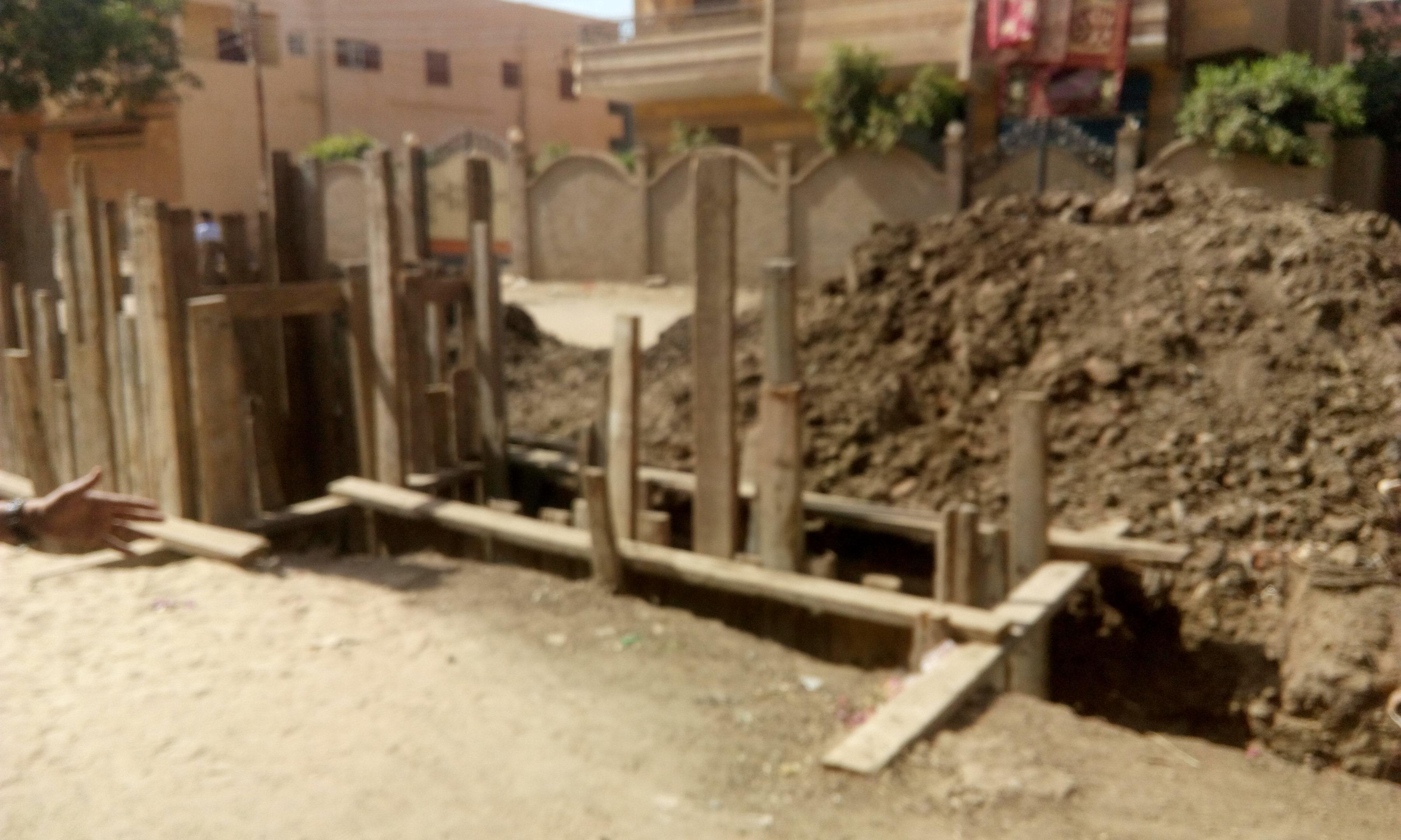 توقف العمل فى مشروع الصرف الصحى بقرية شبراملس فى الغربية (17)