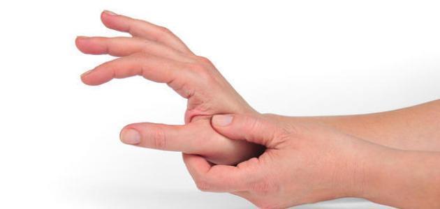 تنميل اليد عند الاستيقاظ من النوم قد يكون علامة على نقص فيتامين ب12 اليوم السابع
