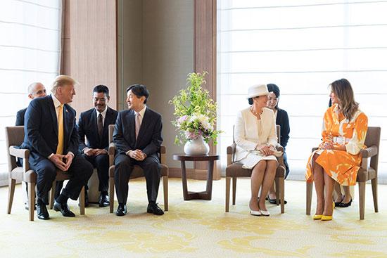 ترامب وقرينته يودعان امبراطور اليابان (14)