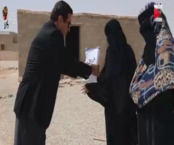 جروج قرداحى يسلم الفائزة جائزة برنامج اسم من مصر
