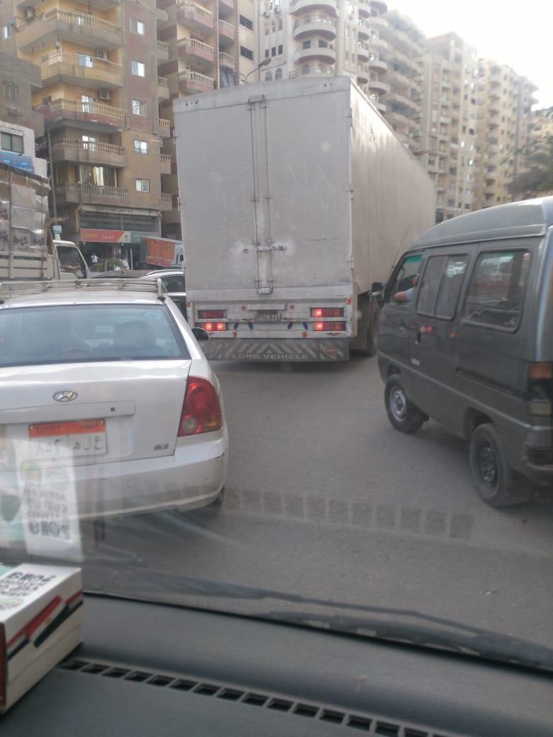 سيارة نقل ثقيل تسير فى غير الأوقات المخصصة لها