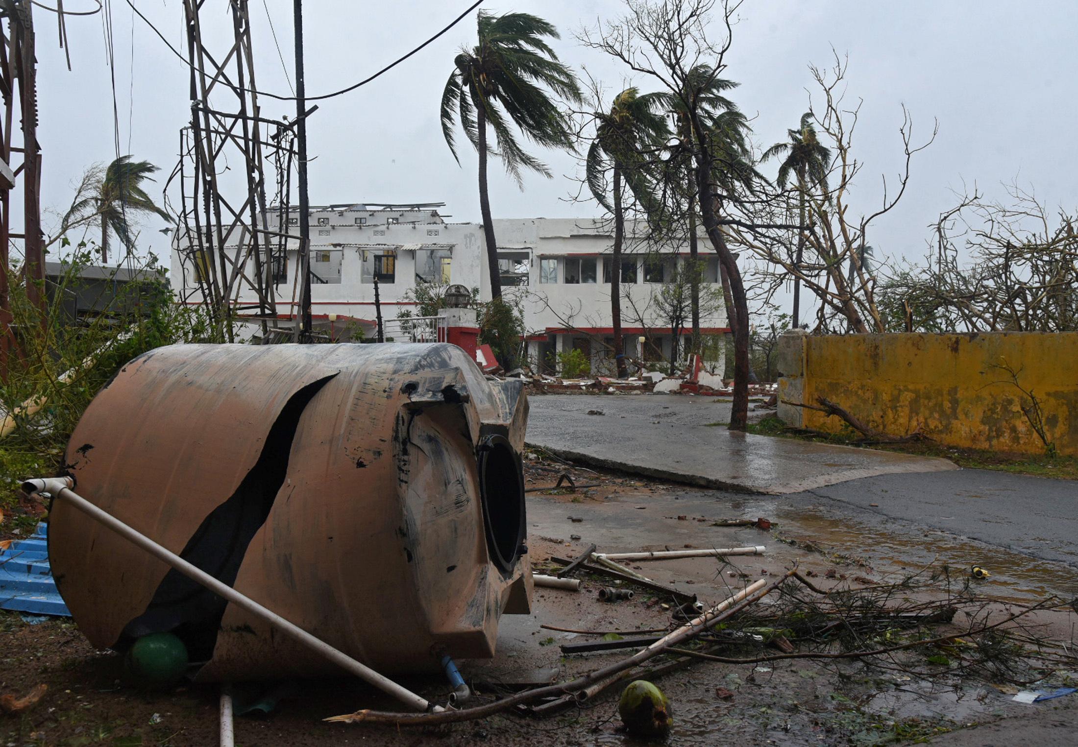 الإعصار فانى (4)