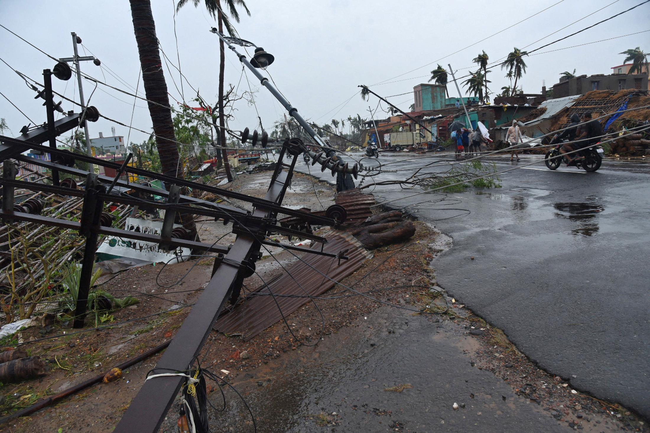 الإعصار فانى (6)