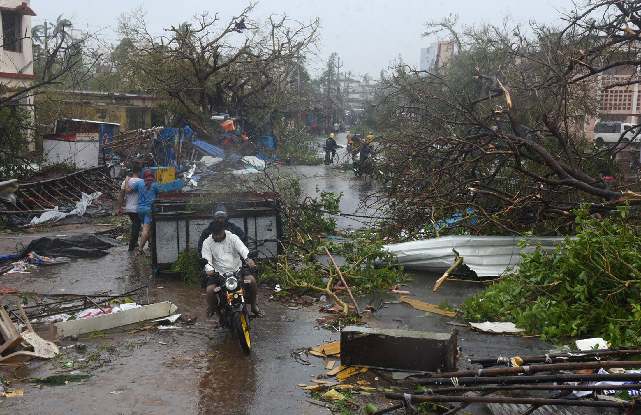 الإعصار فانى (5)