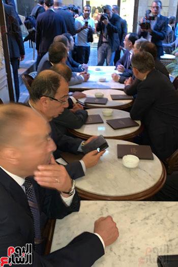 مدبولى والحريرى على مقهى ببيروت (2)