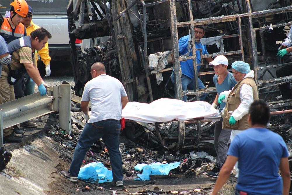 نقل ضحايا الحادث