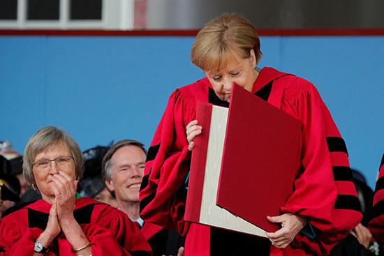 أنجيلا ميركل تحصل عل الدكتوراة