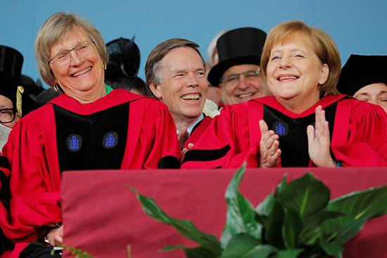 ميركل تحصل على الدكتوراة الفخرية من جامعة هارفارد
