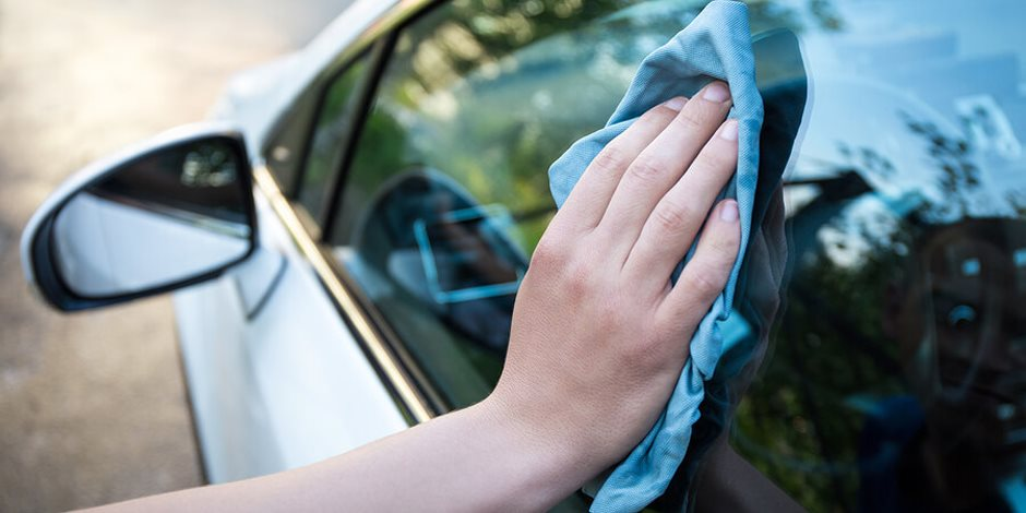 نصائح للتخلص من خدوش زجاج السيارة (1)