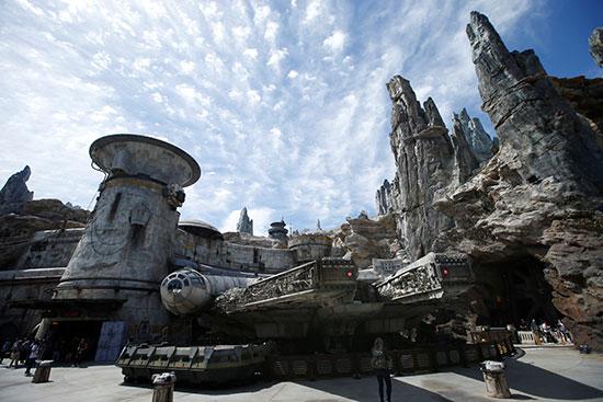 أجواء المغامرة فى فيلم حرب النجوم بحديقة ديزني لاند بارك (2)