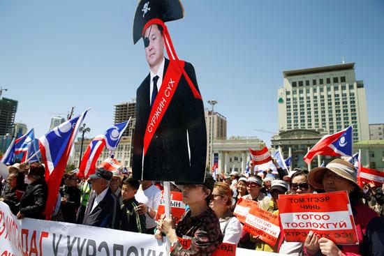 مطالبات بتنحى الحكومة فى منغوليا