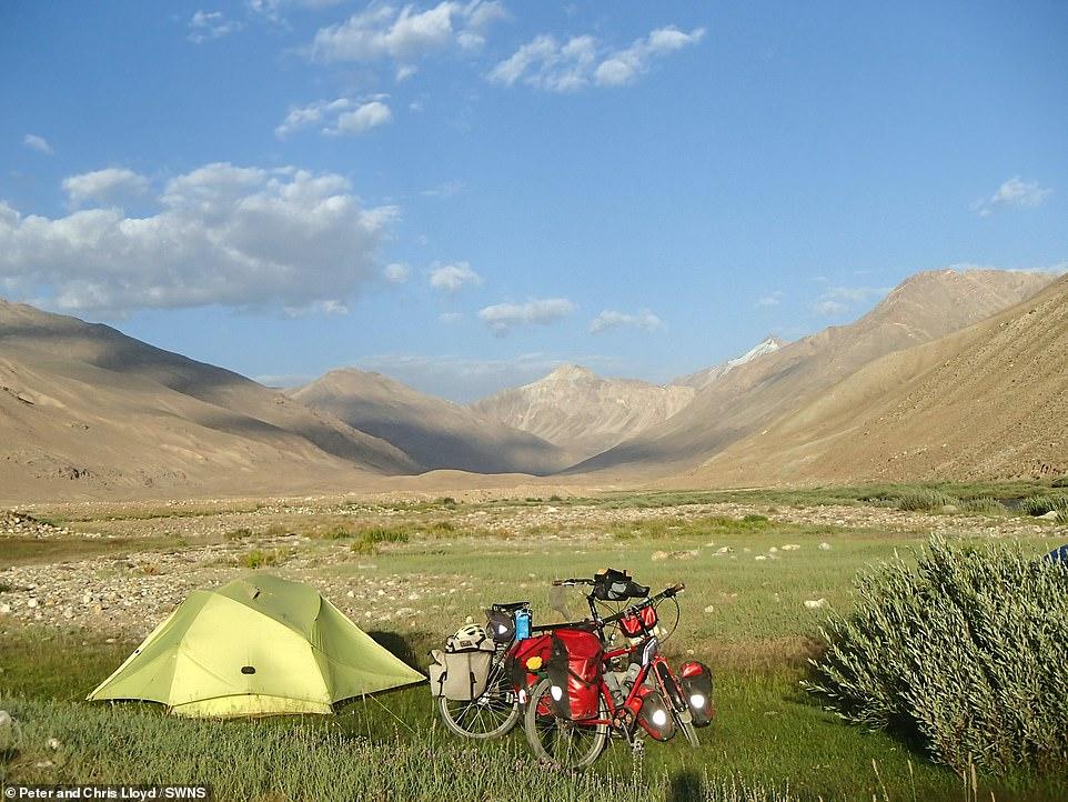 زوجين سافروا الصين على الدراجة  (7)