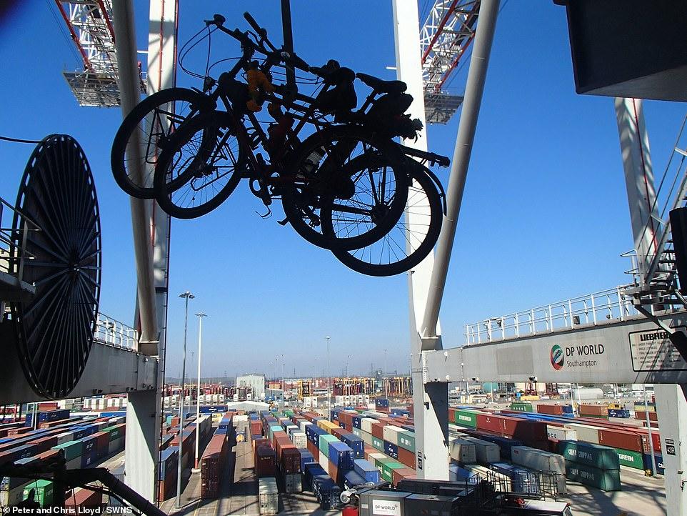 زوجين سافروا الصين على الدراجة  (8)