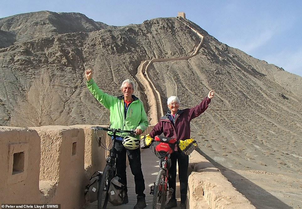 زوجين سافروا الصين على الدراجة  (10)