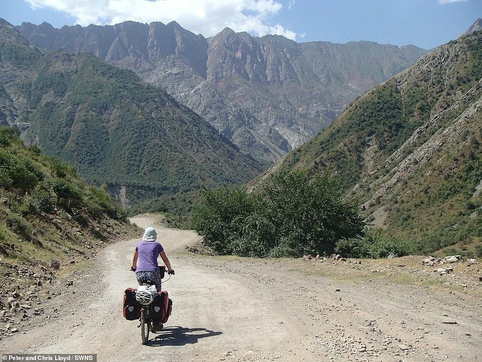 زوجين سافروا الصين على الدراجة  (5)