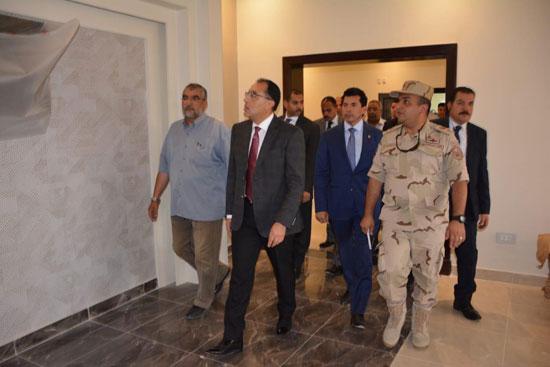 رئيس-الوزراء-يطمئن-على-تجهيزات-استاد-القاهرة-استعدادًا-لـالأمم-الإفريقية-(6)