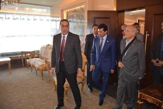 رئيس-الوزراء-يطمئن-على-تجهيزات-استاد-القاهرة-استعدادًا-لـالأمم-الإفريقية-(3)