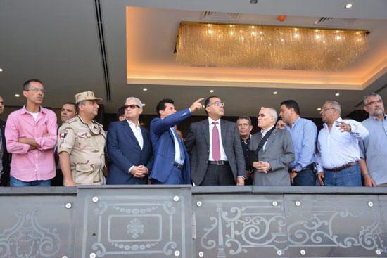 رئيس-الوزراء-يطمئن-على-تجهيزات-استاد-القاهرة-استعدادًا-لـالأمم-الإفريقية-(1)