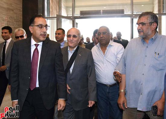 رئيس الوزراء يتفقد استاد القاهرة (7)