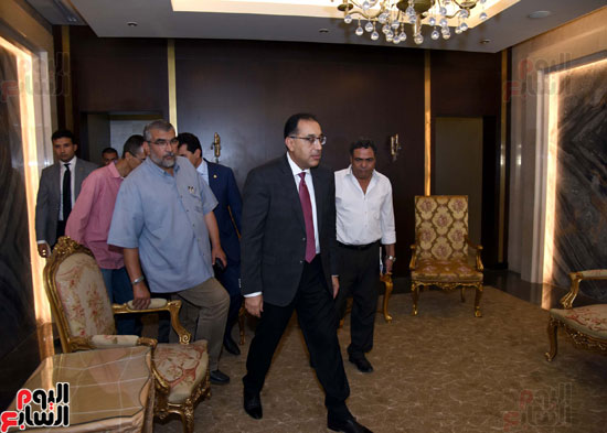 رئيس الوزراء يتفقد استاد القاهرة (10)