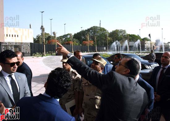 رئيس الوزراء يتفقد استاد القاهرة (6)