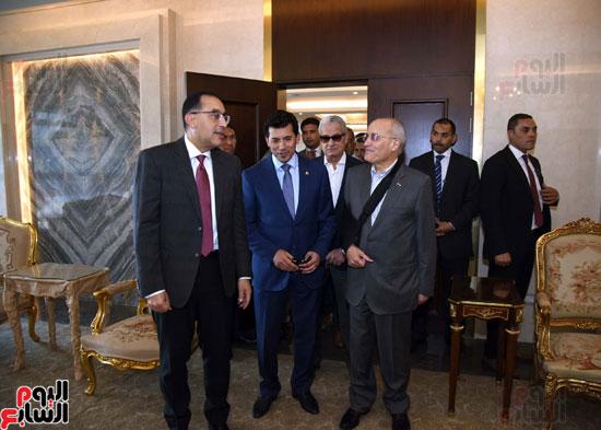 رئيس الوزراء يتفقد استاد القاهرة (8)