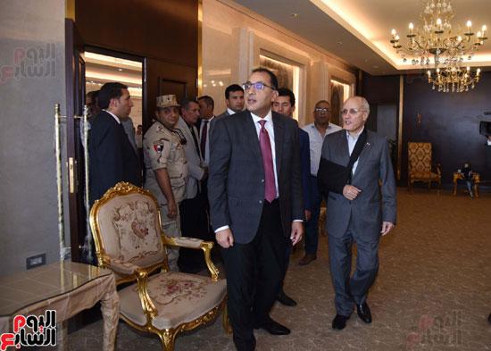 رئيس الوزراء يتفقد استاد القاهرة (9)