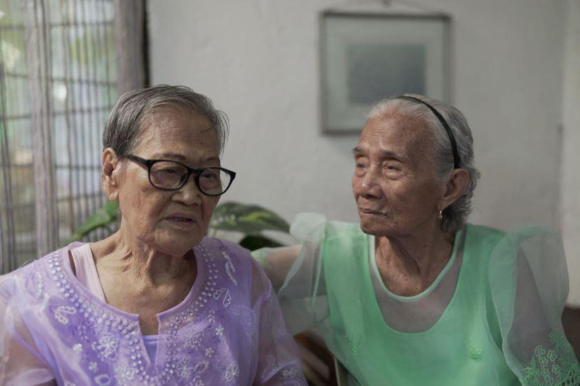 سيدتان تتحدثان عن معانتهما من الانتهاكات الجنسية خلال الحرب العالمية الثانية