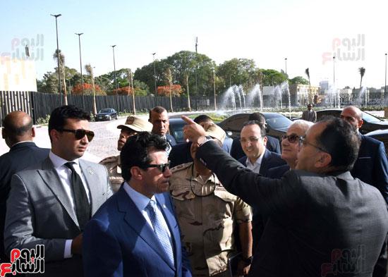 رئيس الوزراء يتفقد استاد القاهرة (5)