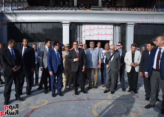 رئيس الوزراء يتفقد استاد القاهرة (15)