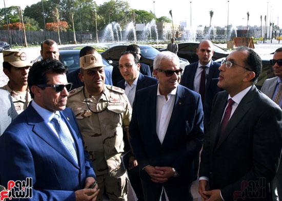 رئيس الوزراء يتفقد استاد القاهرة (4)