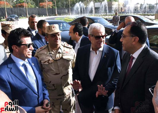 رئيس الوزراء يتفقد استاد القاهرة (3)