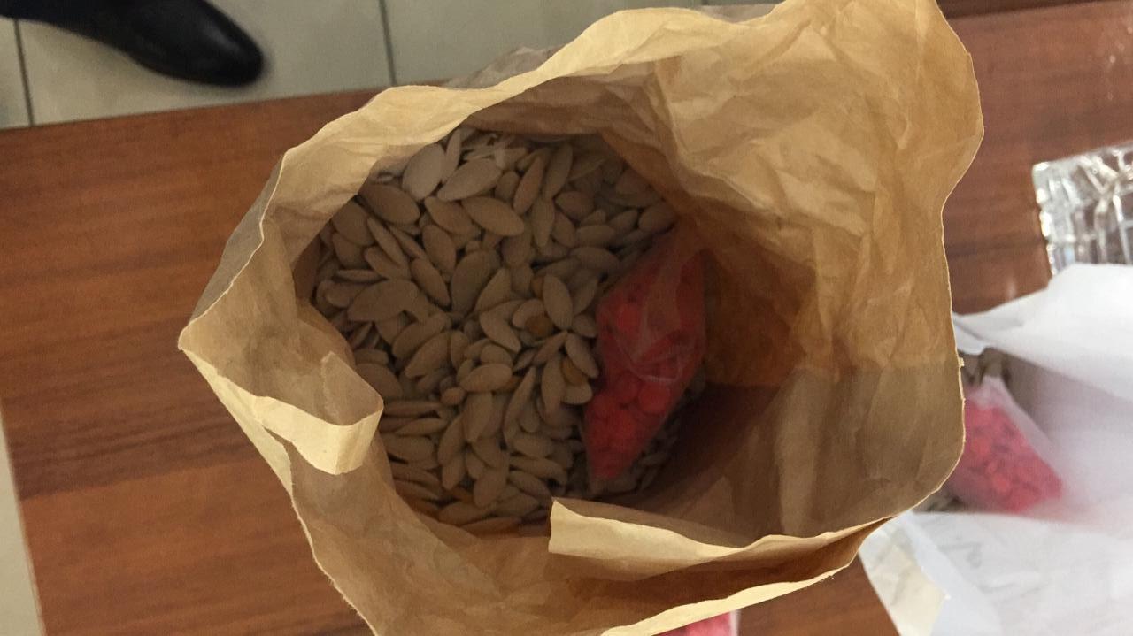 مخدرات داخل أكياس اللب  (3)