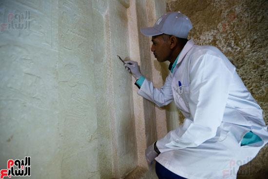 اكتشاف مقبرة لكاهنين من عصر الدولة القديمة فى الهرم (23)