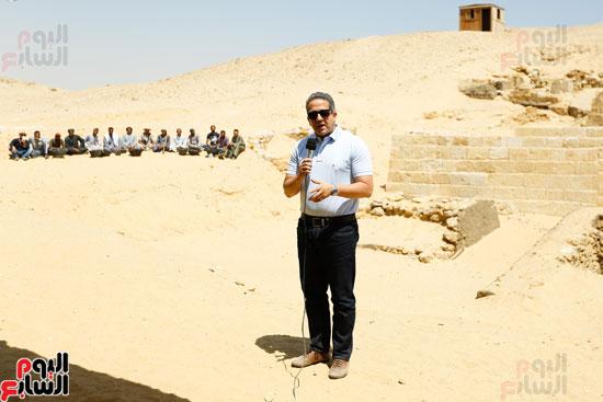اكتشاف مقبرة لكاهنين من عصر الدولة القديمة فى الهرم (6)