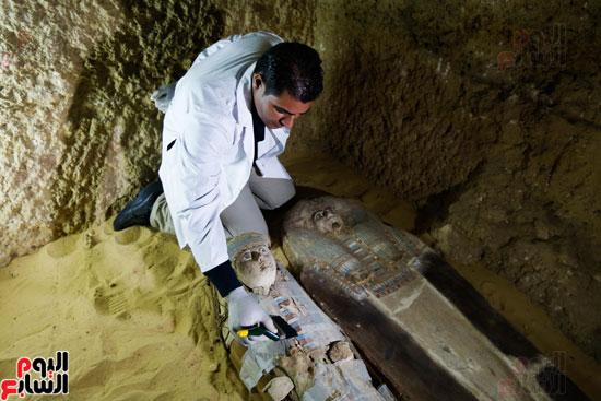 اكتشاف مقبرة لكاهنين من عصر الدولة القديمة فى الهرم (20)