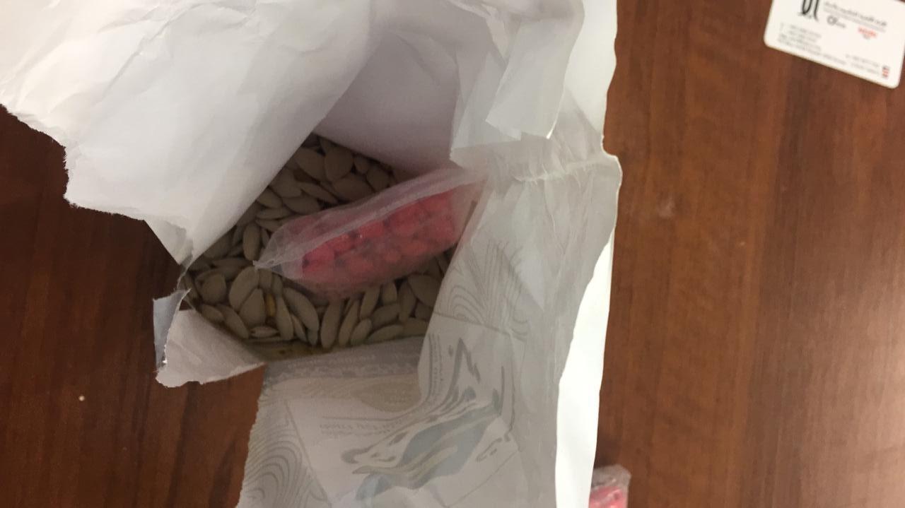مخدرات داخل أكياس اللب  (2)