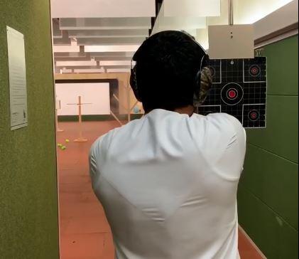 حمدان بن راشد يمارس رياضة القنص (1)