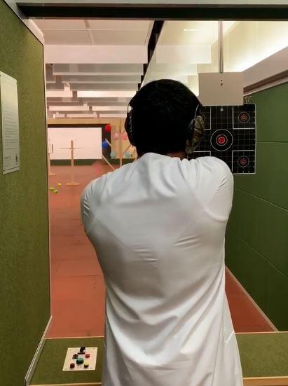 حمدان بن راشد يمارس رياضة القنص (3)