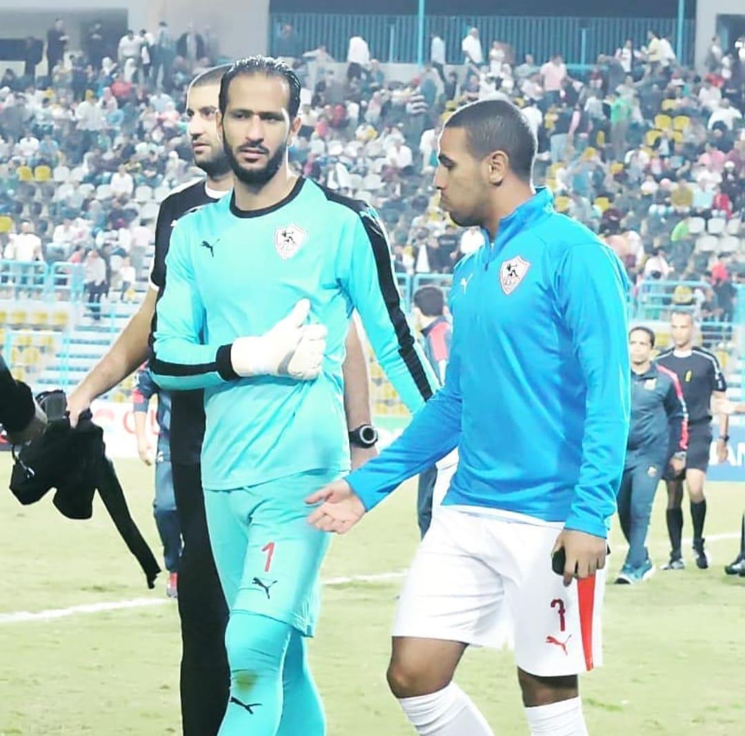 عماد السيد يتشارو مع زميله حازم إمام