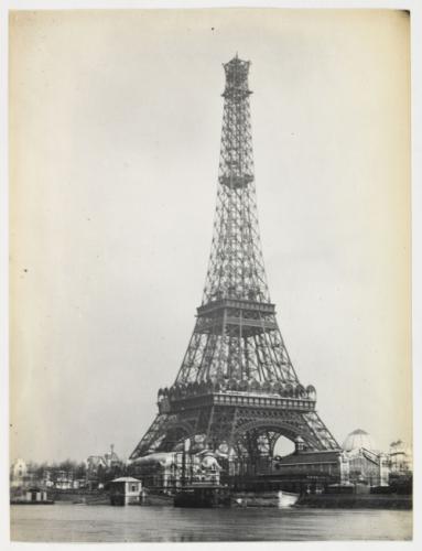 """أول اسم أطلق عليه يوم الافتتاح هو """"برج 300 متر"""""""