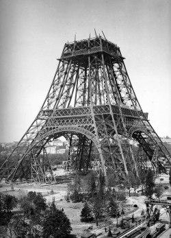 تم الانتهاء من المخطط الأول للبرج فى يونيو 1884