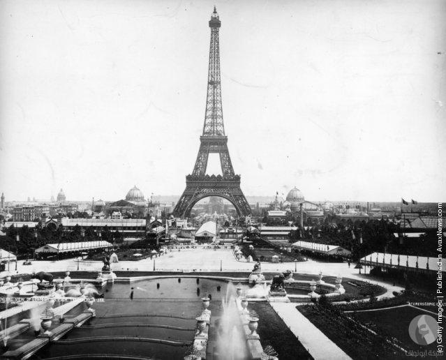 يتكون البرج من 18.038 قطعة حديد و2.5 مليون مسمار ويزن إجماليًا 10 آلاف طن